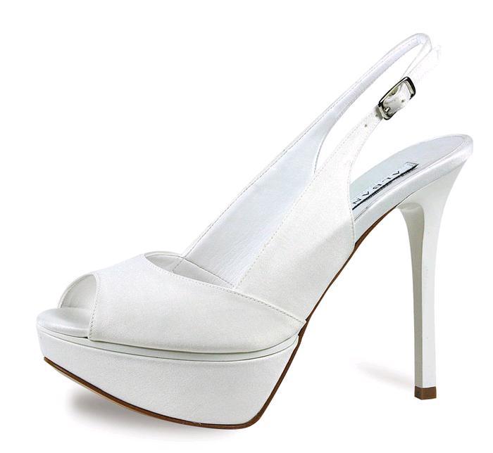 Albano presenta una collezione 2014 di scarpe perfetta per la sposa che a74c7f2bb17