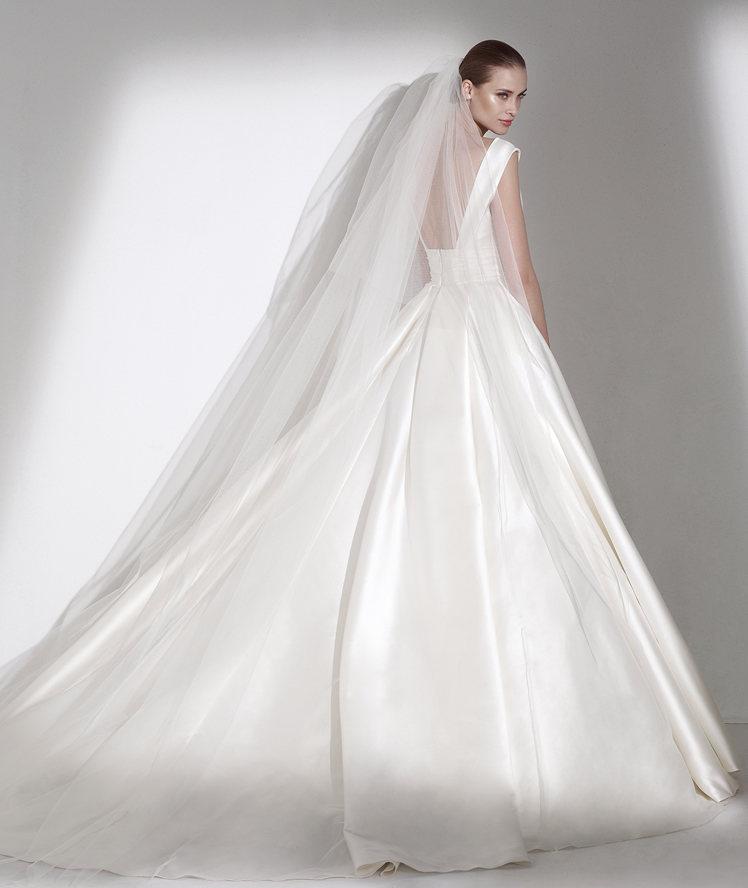 30cccee288b5 Pronovias collezione Elie By Elie Saab 2015 abiti sposa modello Calamian2