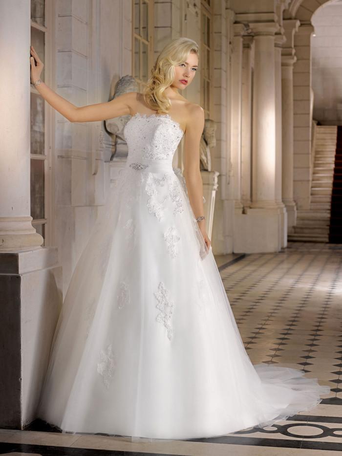 1ccbeaa816b6 Miss Kelly   i romantici abiti da sposa 2015 di una collezione bridal senza  tempo
