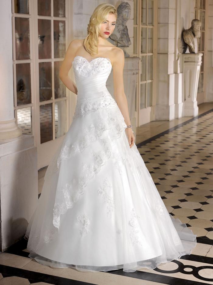 Miss Kelly   i romantici abiti da sposa 2015 di una collezione bridal senza  tempo f6419ecf1b6