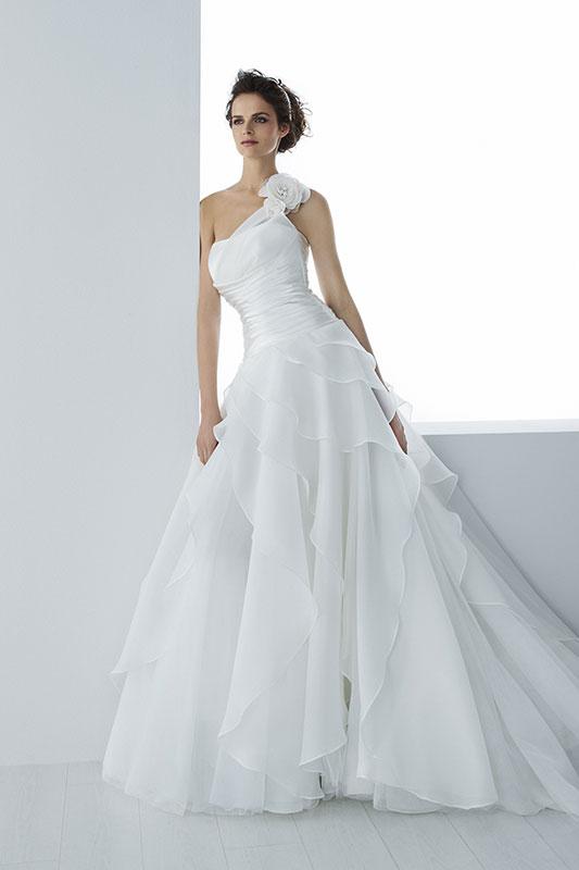 66ee342c2006 Egò Spose di Valentini : la collezione 2016 di abiti da sposa tra classico  e moderno