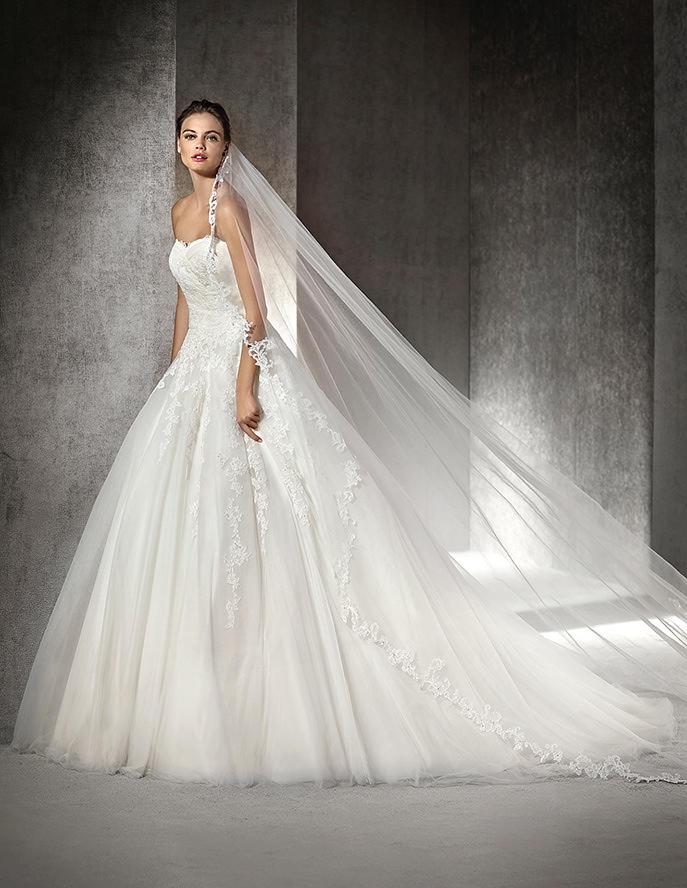 d4b2d8b9d8a2 St. Patrick   la nuova collezione di abiti da sposa in tema Pronovias 2016