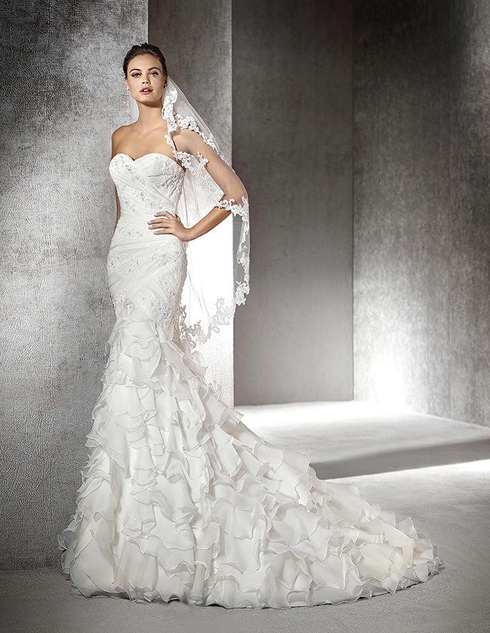 St. Patrick   la nuova collezione di abiti da sposa in tema ... 8ee274d96f6