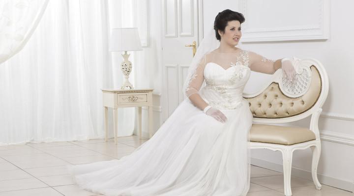 99b19bdc58ca Magnani   la romantica collezione Dolci Linee 2016 di abiti da sposa per  forme giunoniche e voluttuose