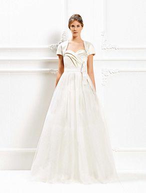 8307884638c2 ... si fondono per proporre abiti da sposa indubbiamente originali e  moderni