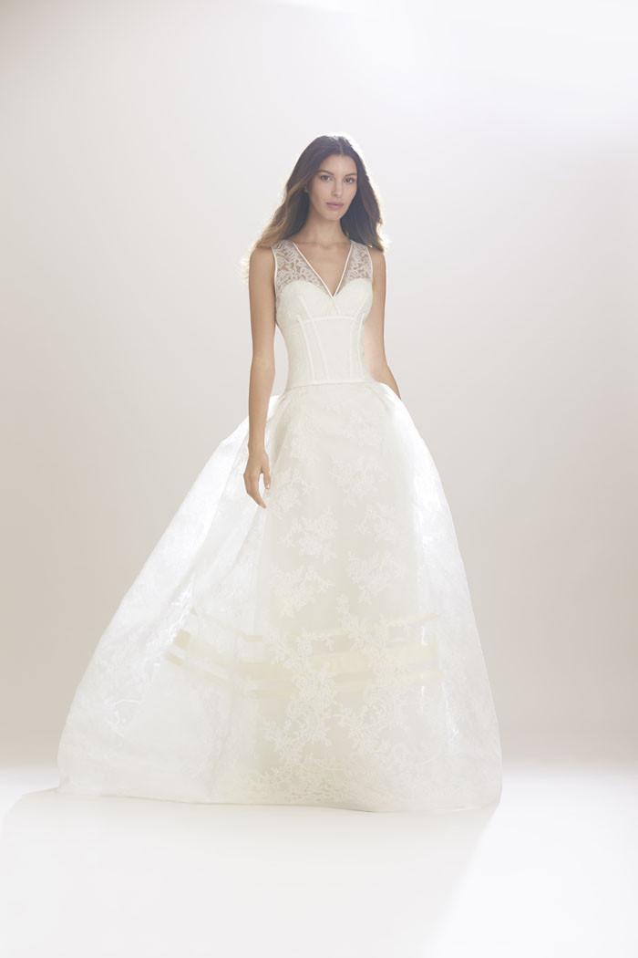 e20cb0c31b1c Carolina Herrera Fall Winter 2016 è una collezione perfetta per una sposa  dall allure contemporanea e glamour