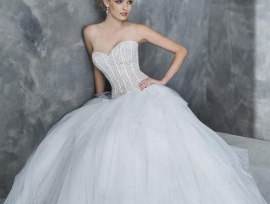 0f68befa5fd4 Valentini Spose   sensualità e seduzione per la collezione bridal Graziana  Valentini