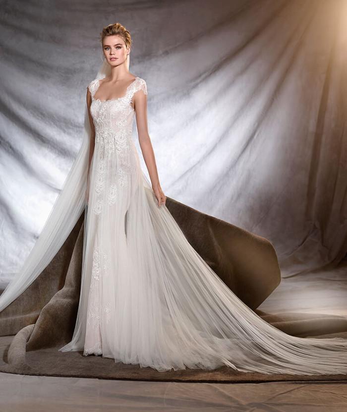 """ed270968753f Pronovias   la collezione """"classica"""" 2017 di abiti da sposa"""