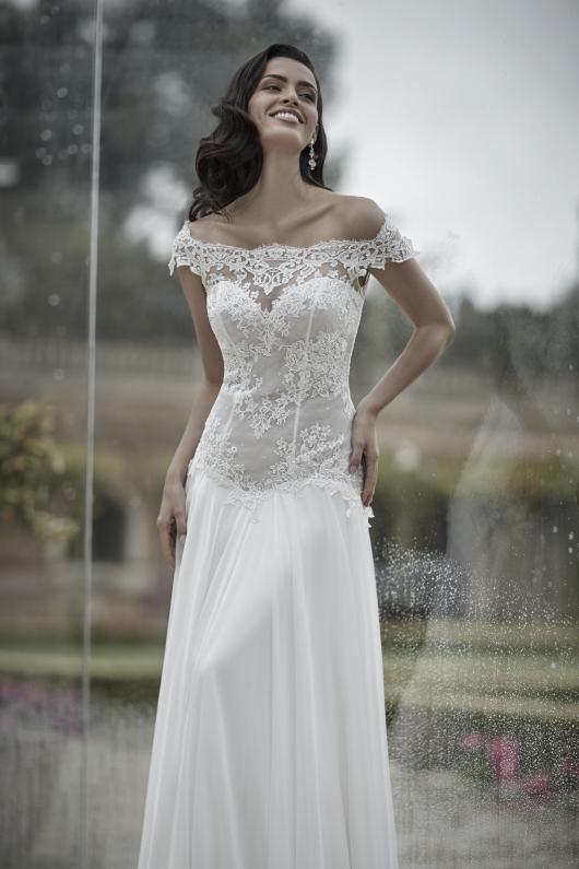 d76e170d107f ... 2017 abiti sposa13. Published on 27 Luglio 2016 By bridal Atelier  Valentini   la seduzione romantica del glamour nei nuovi abiti da sposa  della ...
