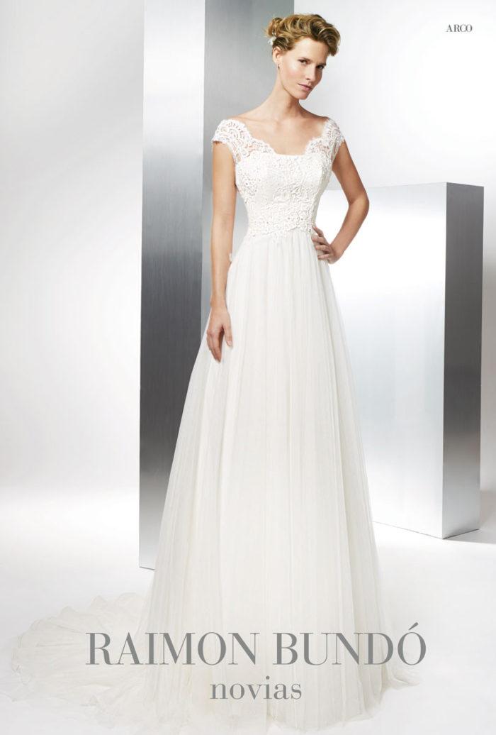 abito-sposa-Raimon Bundo-modello-Arco