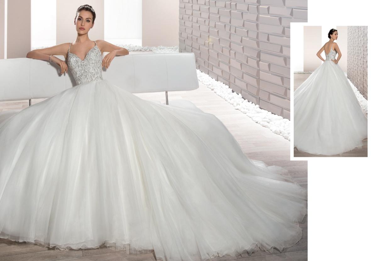 Demetrios   la collezione 2017 di abiti da sposa tra il romantico ed ... 28c5b470212