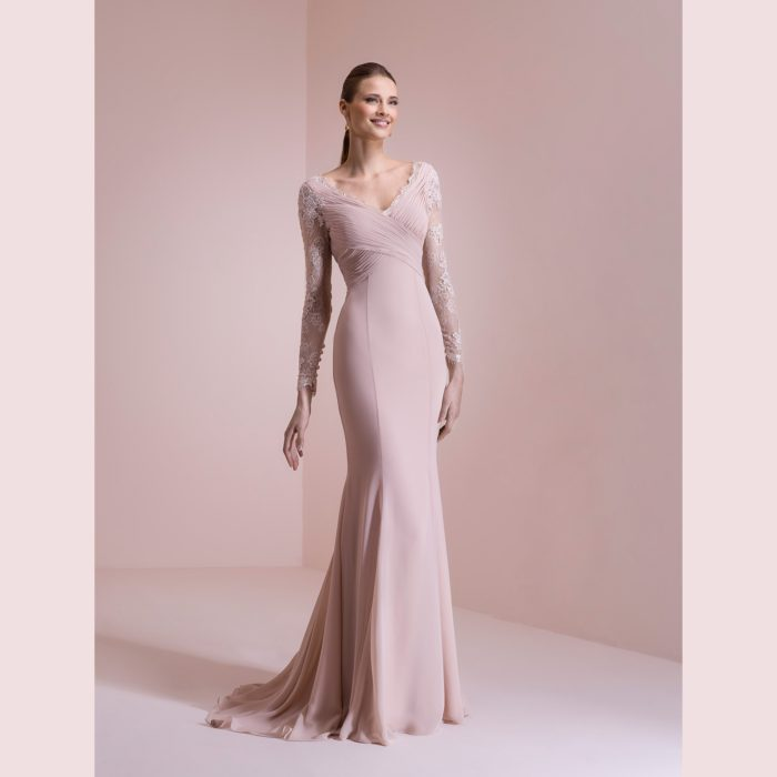Nicole Spose   eleganza ricercata per gli abiti della collezione ... ce5f7ed9a56