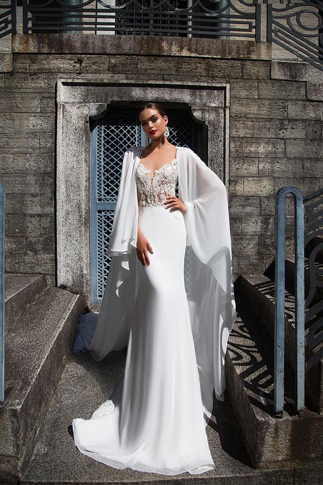 f503c38302229 ... completando, così, la figura di una sposa carismatica e di classe, chic  e glamour anche nella seduttiva rivisitazione del giorno più bello.