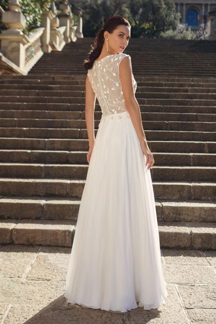97dc150508c6 Non si può che dar loro ragione  i nuovi abiti da sposa 2018 sono vere e  proprie perle di charme e stile…