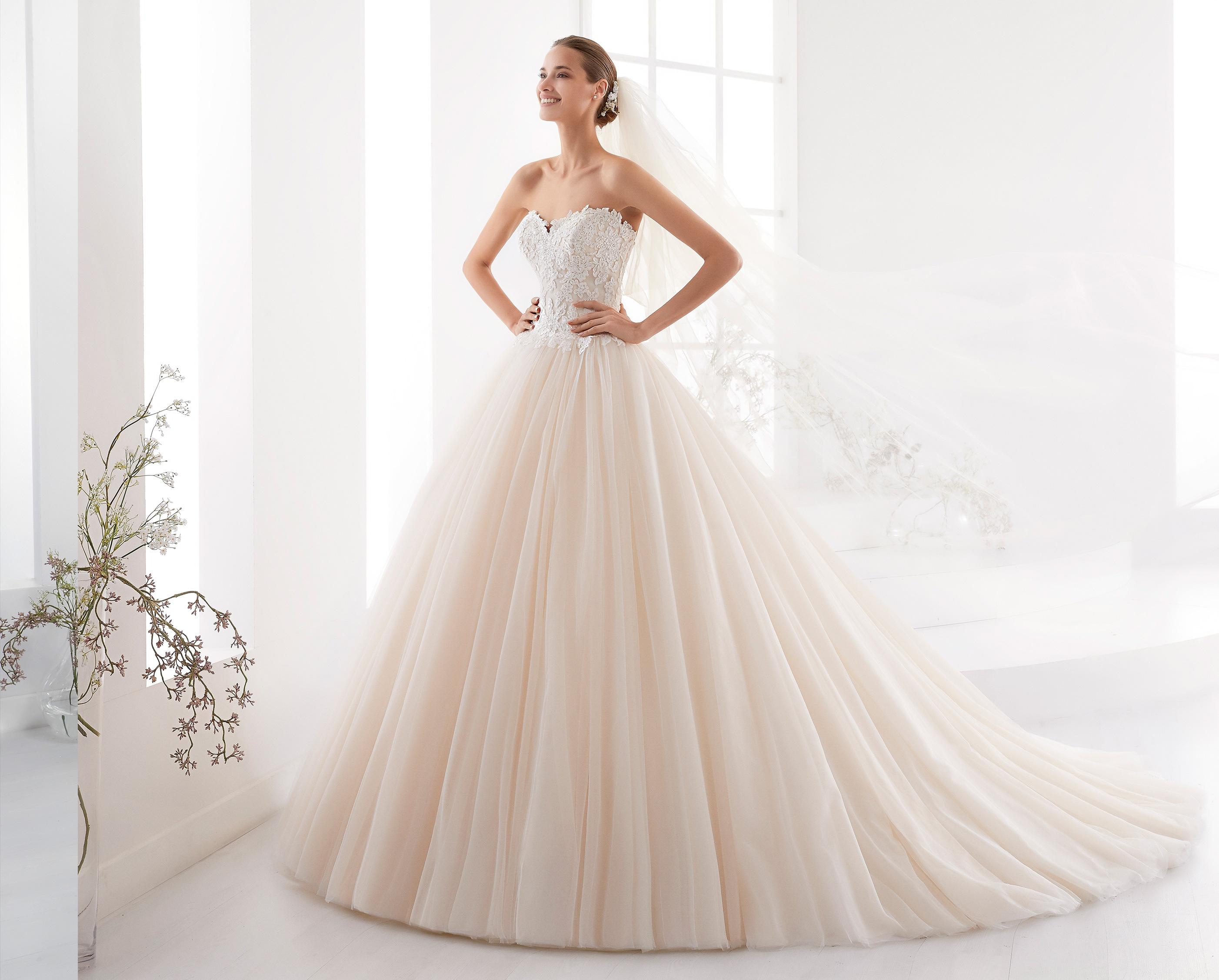 Nicole Spose   l eleganza romantica della collezione Aurora 2018 ... 7935abad5ad