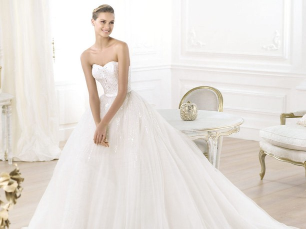 400af6586c80 Pronovias   i seducenti abiti da sposa della collezione 2014