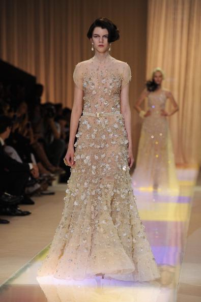 """4e8e4092aa Giorgio Armani : l'originale ed elegante collezione """"non Bridal ..."""