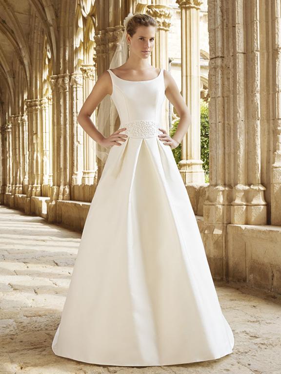 ffad3ae2bf2d Raimon Bundo 2015 presenta un delizioso assortimento di abiti da sposa