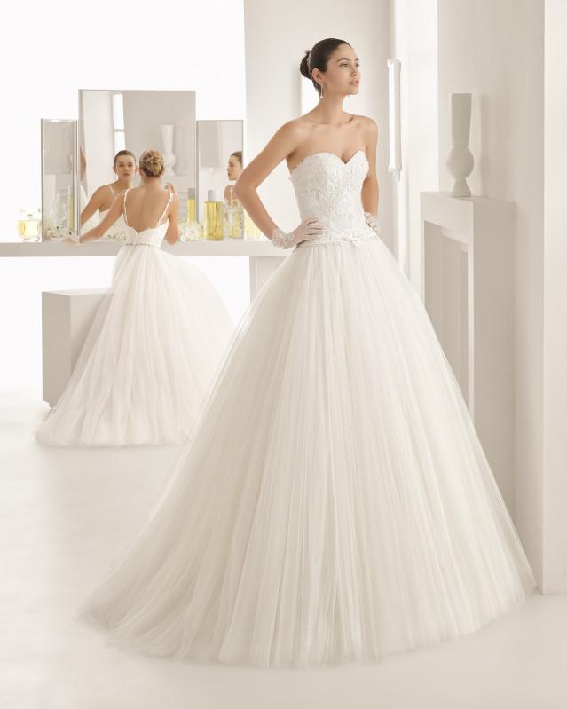 604d5e1d29df Rosa Clarà   il romanticismo degli abiti da sposa haute couture Two ...