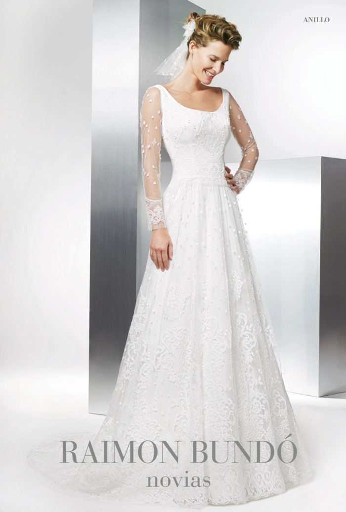 abito-sposa-Raimon Bundo-modello-Anillo