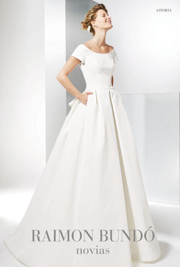abito-sposa-Raimon Bundo-modello-Astoria