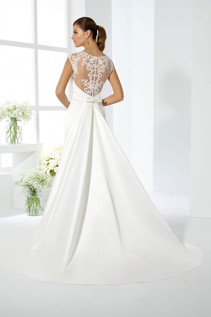 Vestiti Da Sposa For You.Just For You La Seduzione Di Abiti Da Sposa Eleganti E Romantici