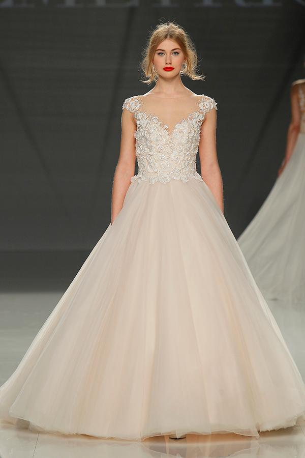 ed12a5d2450d Demetrios   l eleganza del romanticismo moderno degli abiti da sposa ...
